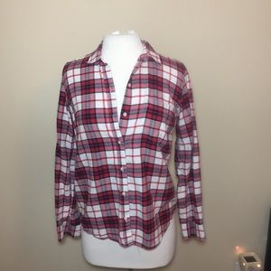 Gap the fitted boyfriend plaid button down red sm